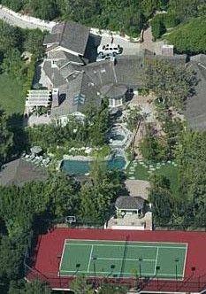 Jim Carrey'in malikanesinin yanında da tenis kortu var